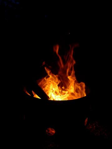 3 diy backyard bonfire pit ideas c21redwood. Black Bedroom Furniture Sets. Home Design Ideas